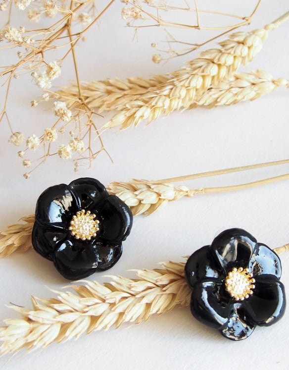 Black Flowers Studs earrings Nach Bijoux