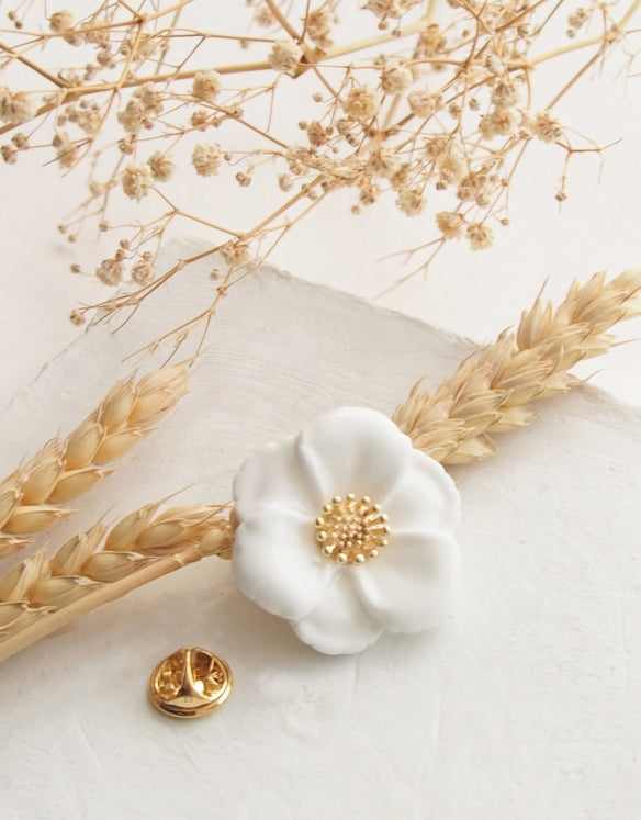 Big White Flower pin
