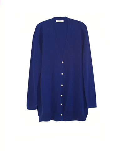 Oversized cashmere cardigan with Italian pearl buttons in klein blue
