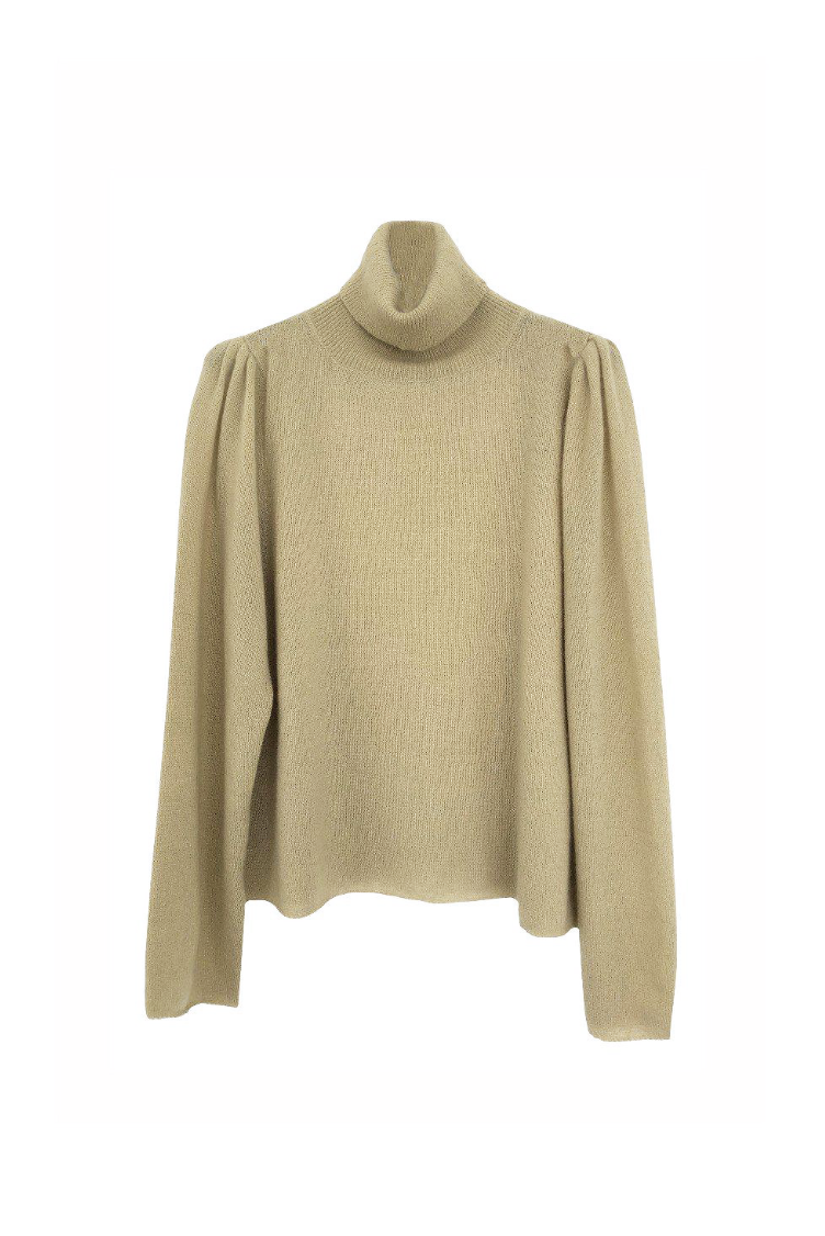 Airy cashmere sweater with delicate puff sleeve and turtleneck in latte