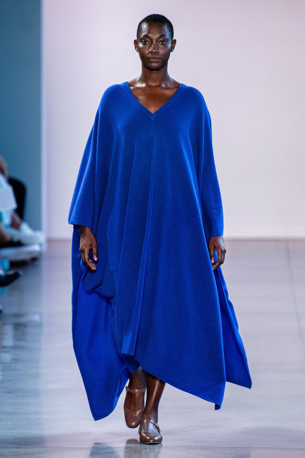 RYAN ROCHE Cashmere knit v-neck caftan in klein blue