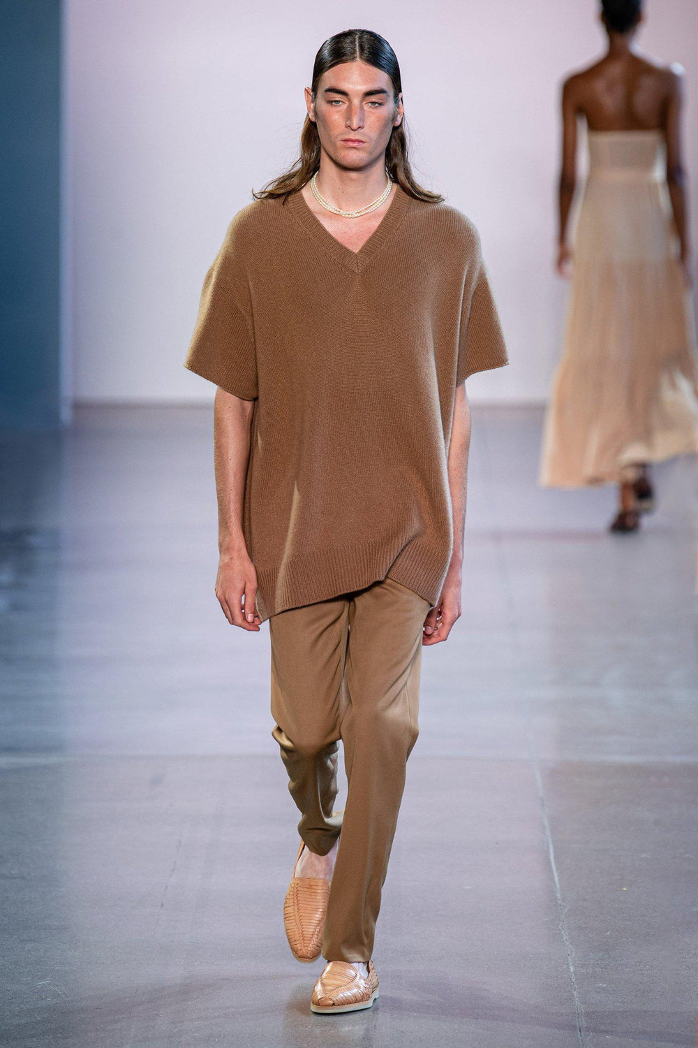 RYAN ROCHE Oversized heavy gauge cashmere T-shirt in rogue camel