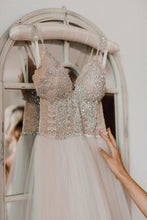 Luxury Beading Lace Spaghetti Straps Sleeveless Long Tulle Beach Wedding Dress