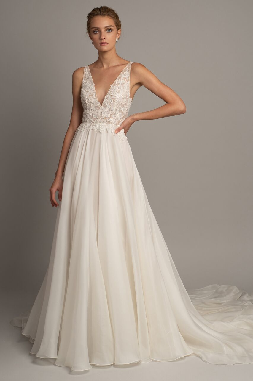 Elegant Lace V-Neck Sleeveless Long A-Line Trendy Bridal Wedding Dress with Court Train