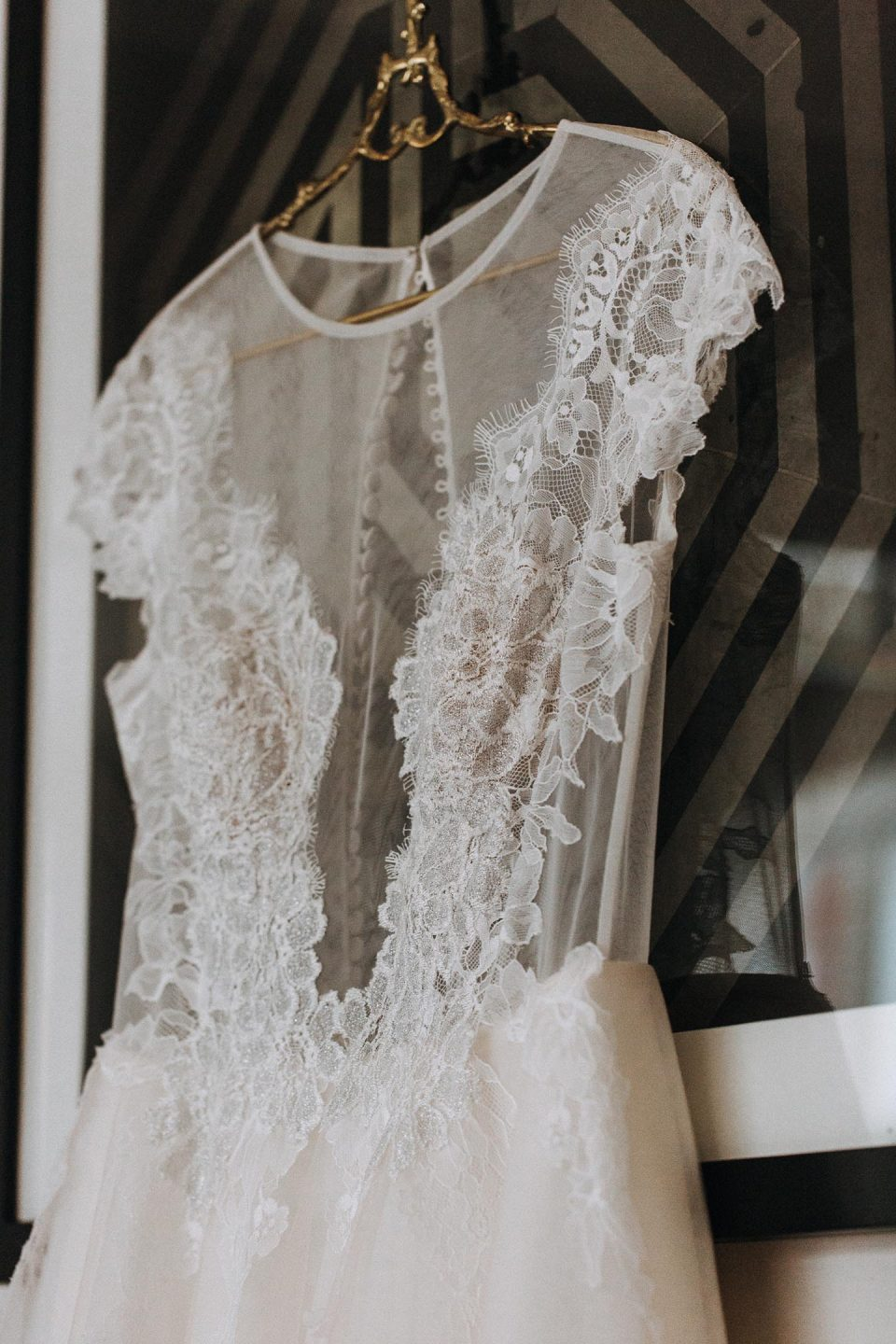 Luxury Lace Illusion Sheer Neck Short Sleeves Long Tulle Wedding Dress