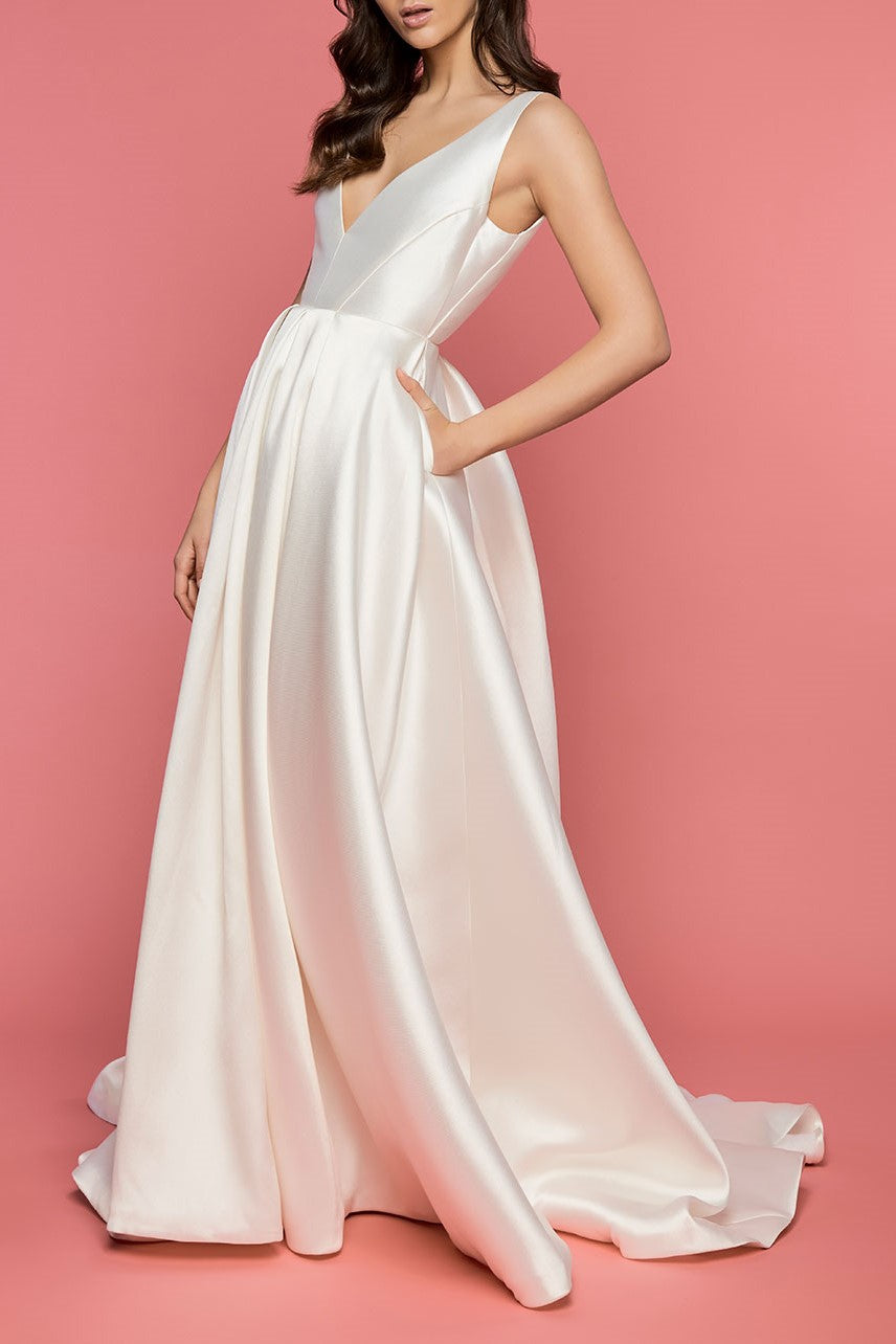 Vintage V-Neck Sleeveless Backless Long Solid Satin Bridal Wedding Dress with Sweep Train