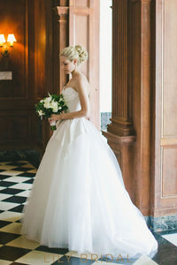 Strapless Sweetheart Neckline Long Tulle White Ball Gown Wedding Dress