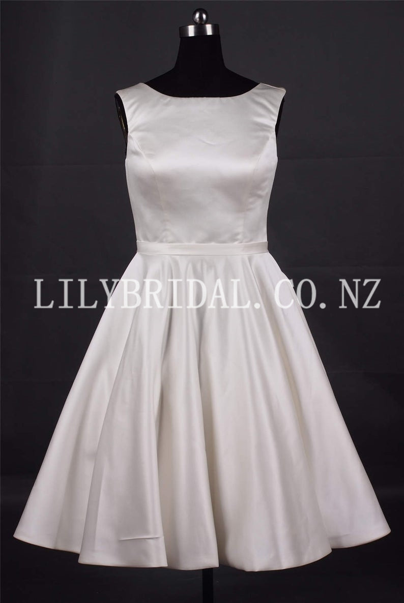 Vintage Bateau Neck Sleeveless Short Satin Beach Bridal Wedding Dress