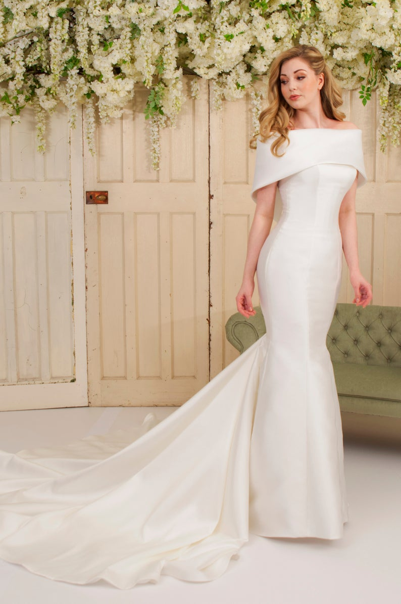 Vintage Off Shoulder Short Sleeves Long Solid Stretch Mermaid Bridal Wedding Dress