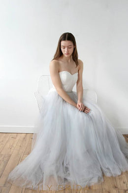 A-Line Grey Tulle Simple Wedding Dress with Sweetheart Neckline