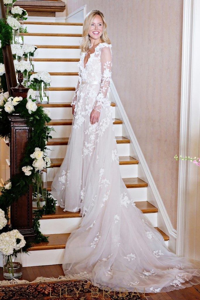 A-line Tulle V-Neck Long Sleeve Floral Appliques Wedding Dress