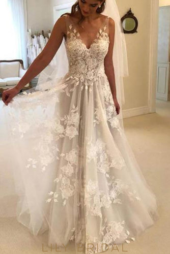 54a6e4b46fde0 V-Neck Sweep Train Tulle Boho Wedding Dress With Lace Applique
