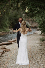 Beading Lace Wedding Dress Spaghetti Straps Sleeveless Long Fit and Flare Bridal Dress