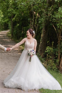 Luxury Beading Illusion V-Neck Sleeveless Backless Long Tulle Wedding Dress with Chapel Train
