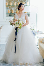 Beading Lace Scalloped Edge Neck Sleeveless Long Ball Wedding Gown with Sweep Train