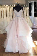 Wedding Dress Scoop Back Design V-Neckline with Spaghetti Straps Tulle Bridal Ball Gown
