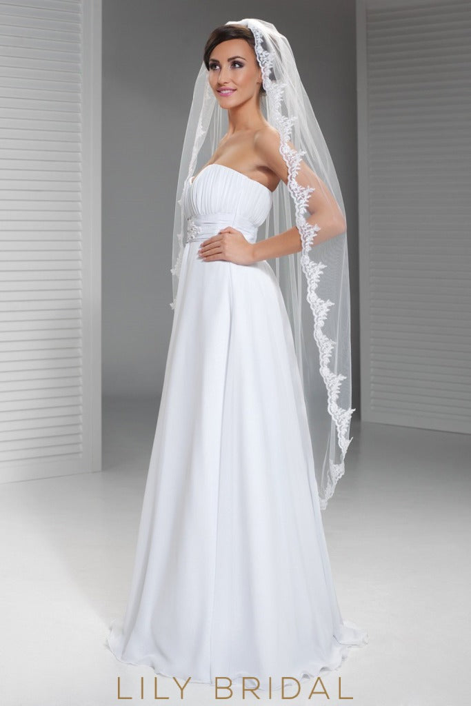 Chic One Tier Knee Length Wedding Veil in Silk Effect Tulle with Lace Motifs 14fd93e8417