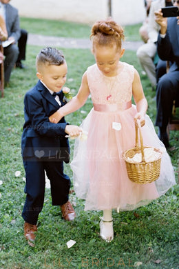 Elegant Lace Scoop Neck Sleeveless Tea-Length Solid Tulle Flower Girl Dress