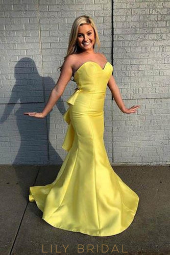Chic Ruffles Sweetheart Sleeveless Long Solid Mermaid Prom Dress With Sweep Train