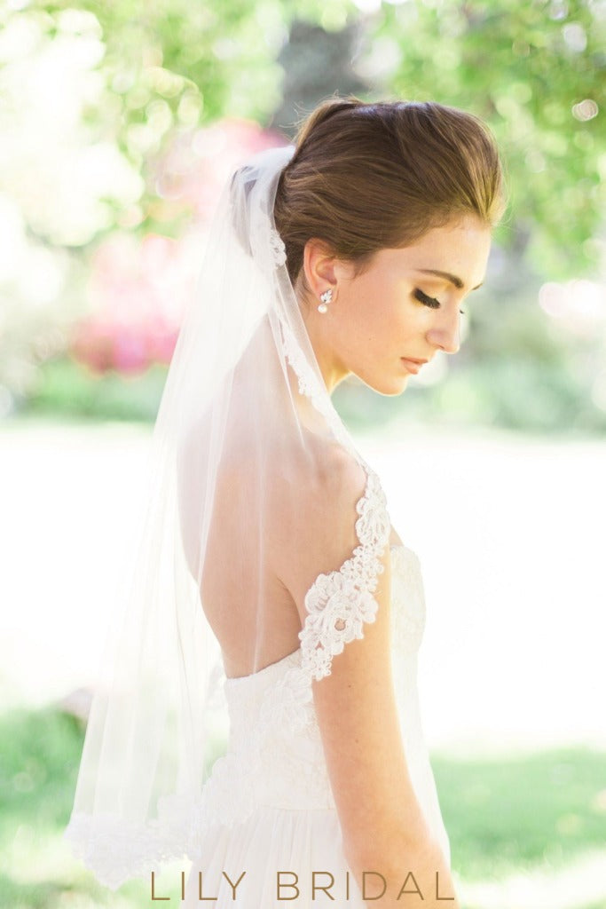 Elegant Single Layer Lace Edge Waist Length Wedding Veil