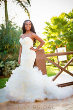 Elegant Sweetheart Sleeveless Long Solid Mermaid Wedding Gown with Court Train