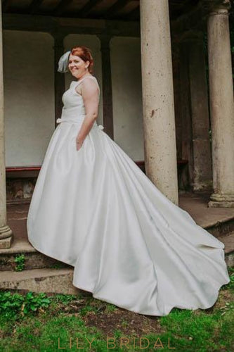 Bow-knot Scoop Neck Sleeveless Plus Size Long Ball Wedding Gown with Sweep Train