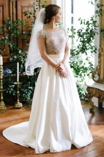 Luxury Beading Lace Scoop Neck Short Sleeves Backless Long Wedding Gown with Court Train