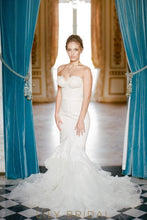 Floral Lace Dropped Waist Mermaid Wedding Dress with Strapless Sweetheart Neckline