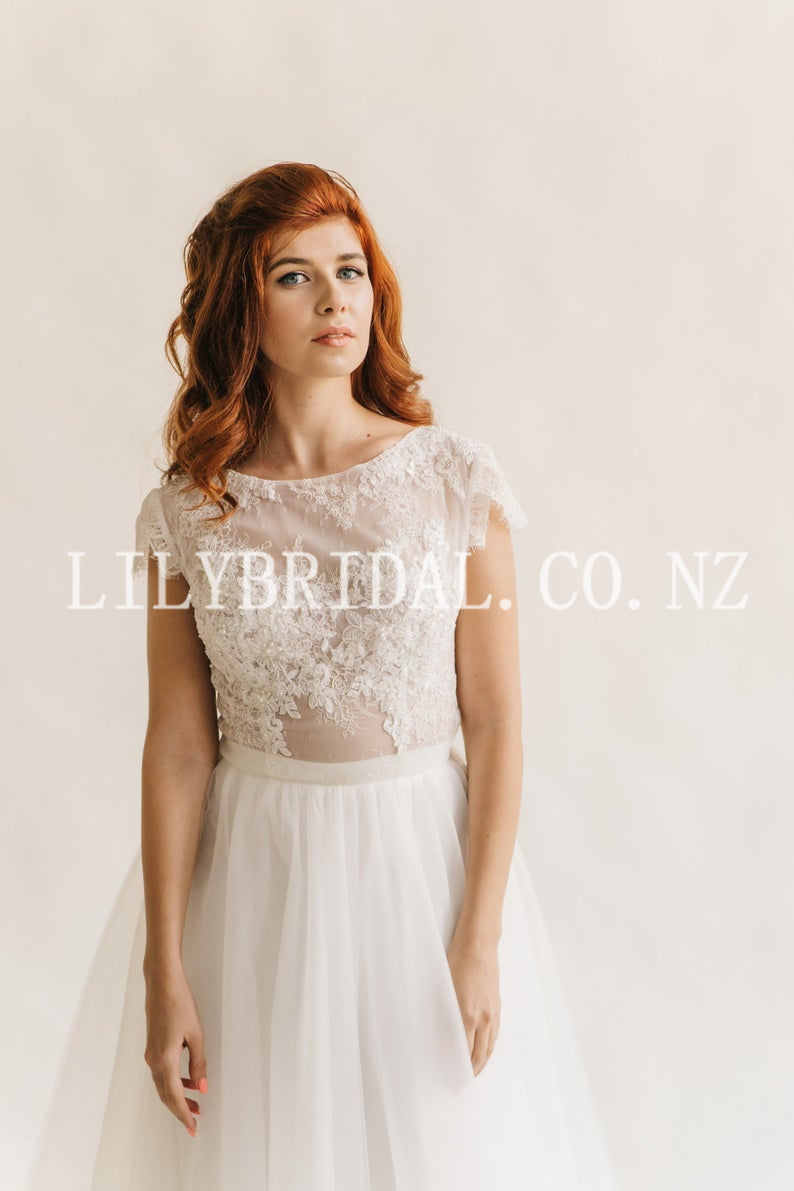 Lace Illusion Scoop Neck Short Sleeves Long Tulle Bridal Wedding Dress with Sweep Train