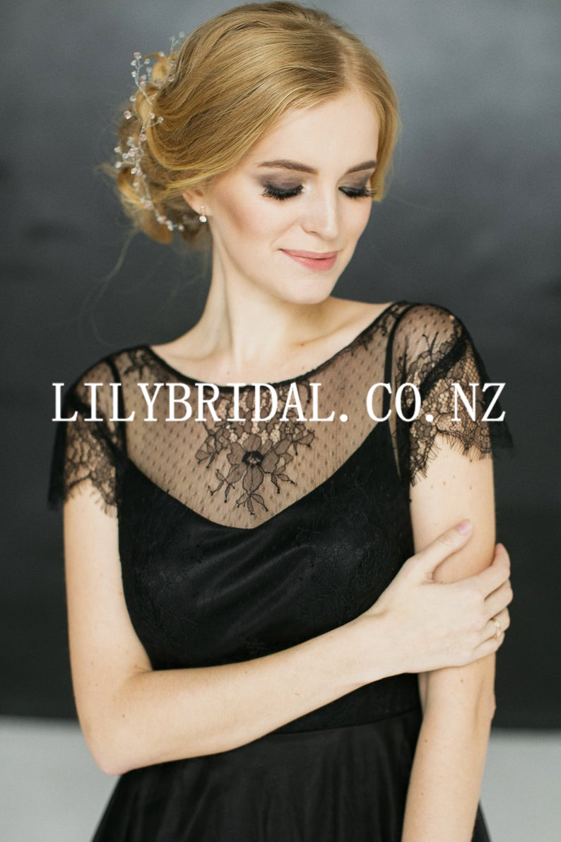Lace Illusion Scoop Neck Short Sleeves Backless Floor-Length Black Tulle Bridal Gown Wedding Dress