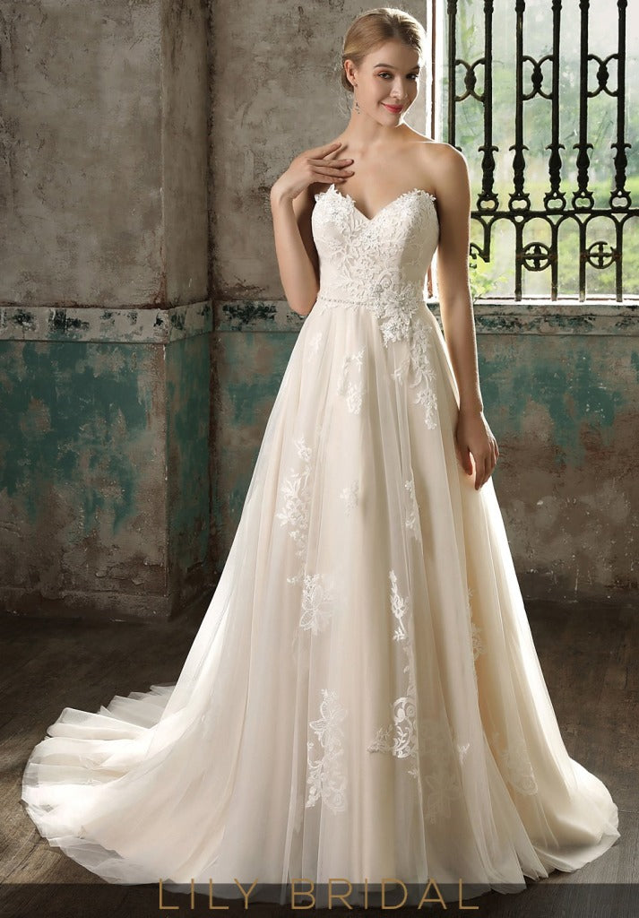 Ivory Lace Sweetheart Strapless Wedding Dress with Court Train