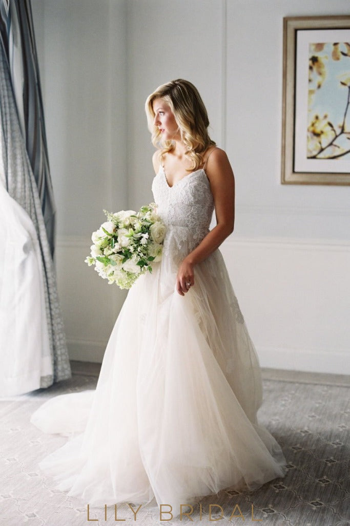Scoop Tulle Wedding Dress with Spaghetti Straps V-Neckline Empire Waist