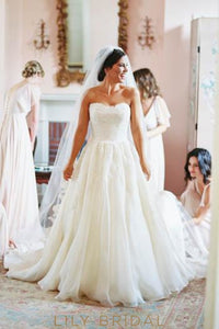 Elegant Lace Strapless Sleeveless Zipper-Up Long Solid Chiffon Wedding Gown