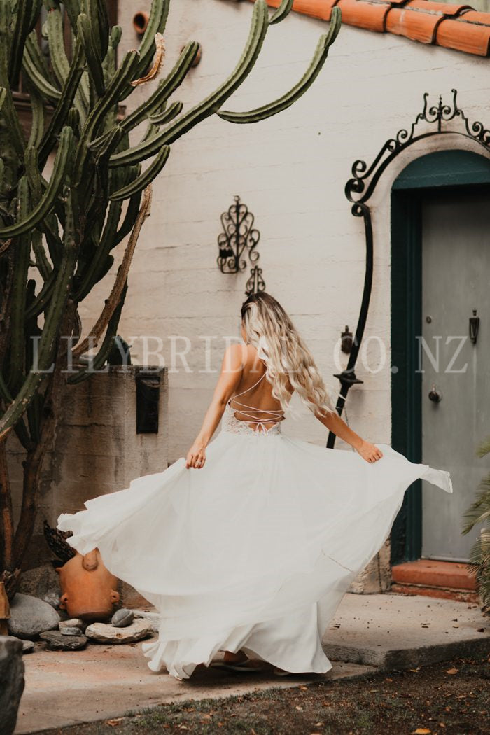 Lace Wedding Dress Spaghetti Straps Sleeveless Long Sheath Lace-Up Bridal Dress