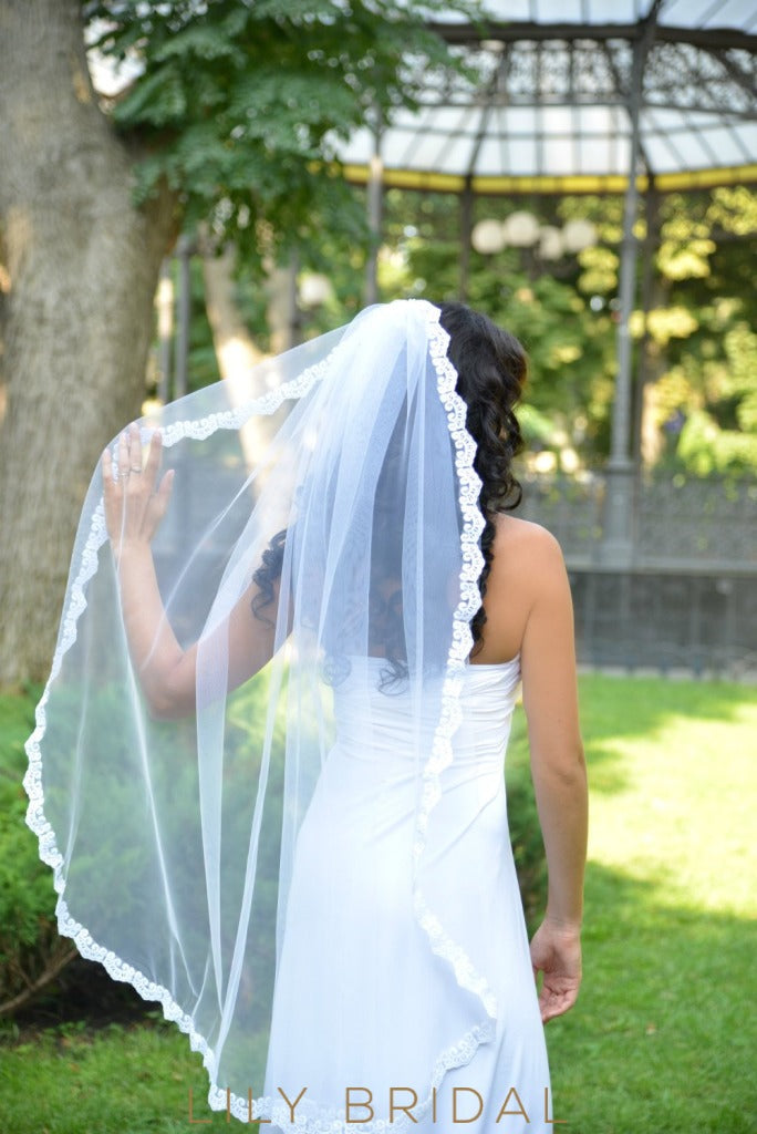 Single Tier Hip Length Wedding Veil with Lace Applique Edge
