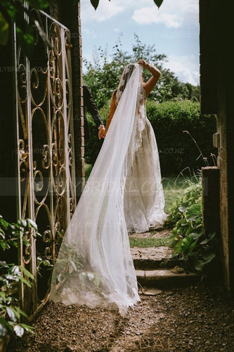 One-Layer Chapel Veil With Lace Applique along the Edge