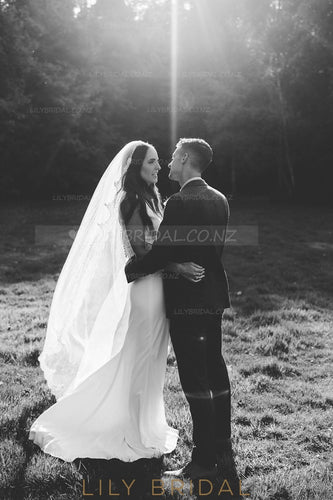 One Layer Floor-Length Lace Wedding Veil