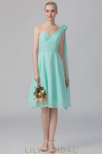 One-Shoulder Chiffon Short Bridesmaid Dress With Corsage