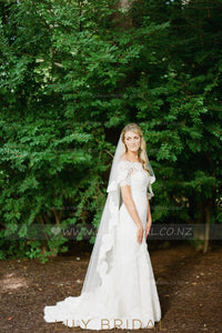 One Tier Floor-Length Bridal Veil With Delicate Lace Edge