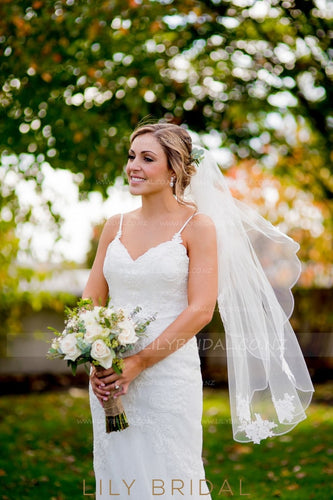 Pencil Edge One Layer Hip Length Bridal Veil With Lace Applique