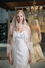 Perfect One Tier Hip Length Bridal Veil with Lace Applique