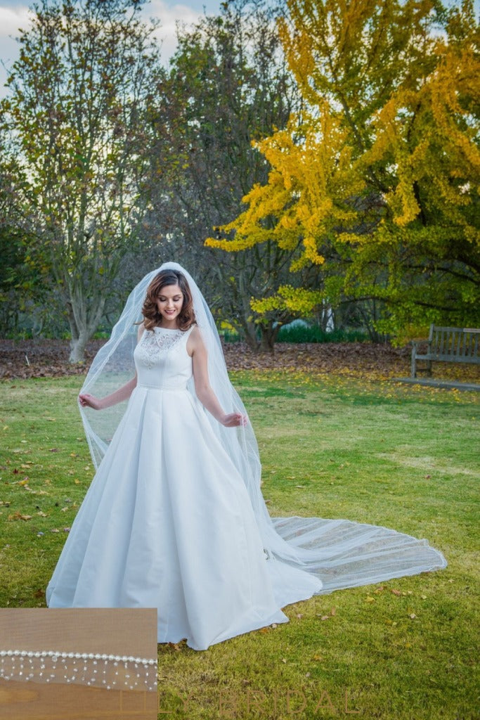 Queenly One Tier Curly Edge Cathedral Wedding Veil