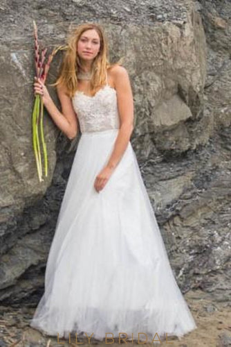 Boho Spaghetti Strap Tulle Beach Wedding Dress With Sweetheart Neckline Illusion Lace Bodice