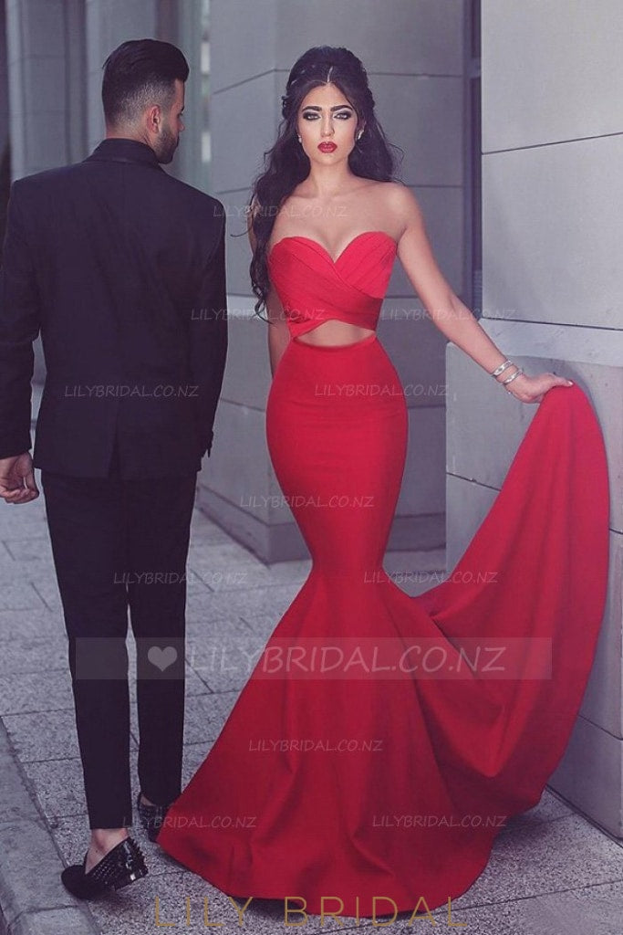 Strapless Sweetheart Sleeveless Long Solid Stretch Mermaid Evening Dress with Court Train
