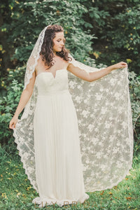 Stylish One Tier Floor Length Veil with Delicate Applique Scattered
