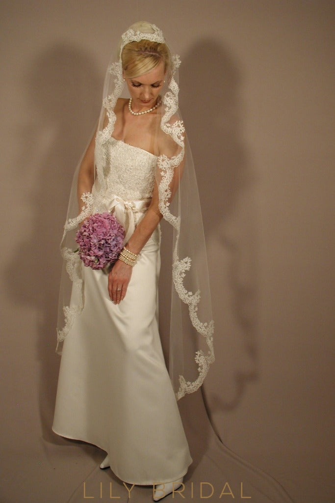Stylish One Tier Silk Effect Wedding Veil with Beautiful Lace Edge