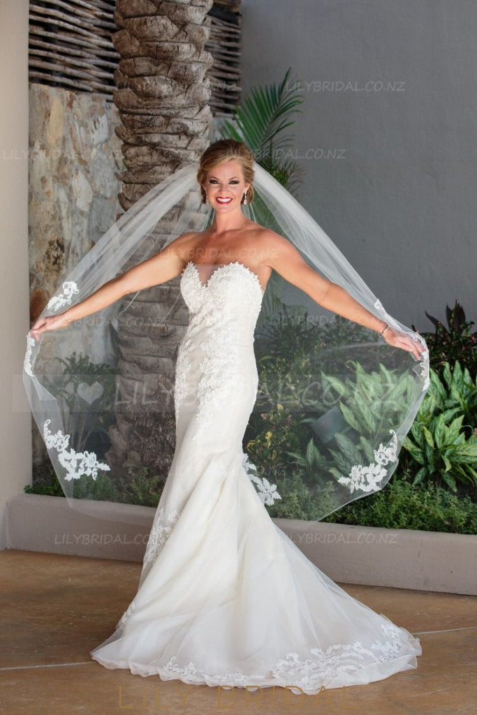Trumpet Strapless Sweetheart Ivory Tulle Court Train Beach Bridal Dress With Lace Applique