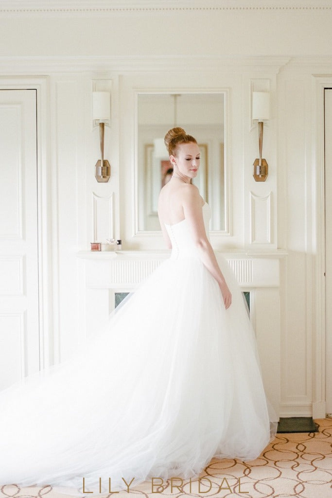 White Tulle Ball Gown Wedding Dress with Strapless Sweetheart