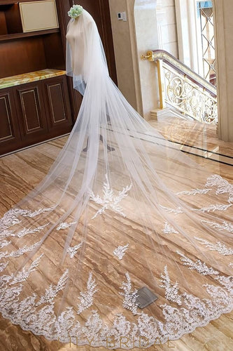 scalloped edge veil