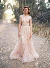 V-Neck Tulle Trumpet Floral Lace Wedding Gown